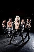 Kissin' Dynamite - Ritualklau im Volksmusikstadel oder wieviel Rockstar darf es sein?